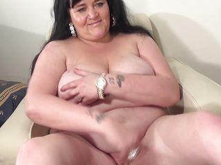 Порно толстых со страпоном