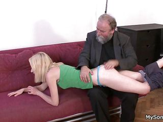 Порно зрелые женщины молодые парни