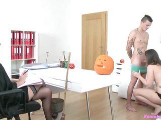 Порно ролики жена изменяет мужу