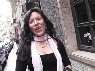Секс лесбиянок на улице