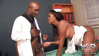 порно врач осматривает член