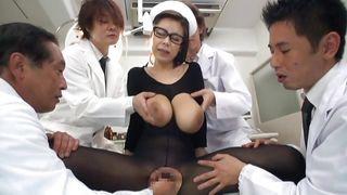 порно доктор за ширмой